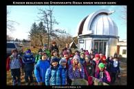 Schulklasse vor der Sternwarte Riesa