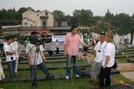 Claudia wird interviewt bei China TV