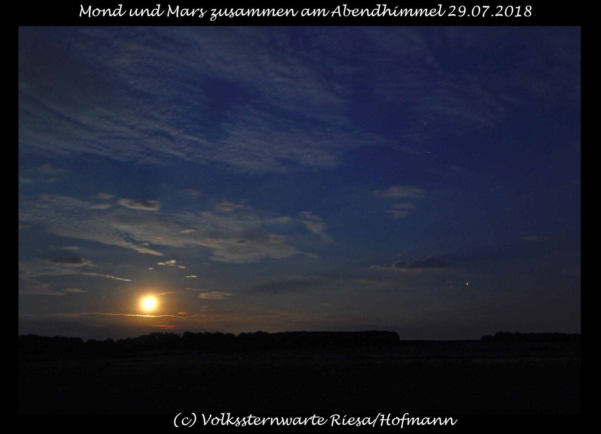 Mond und Mars zusammen am Abendhimmel